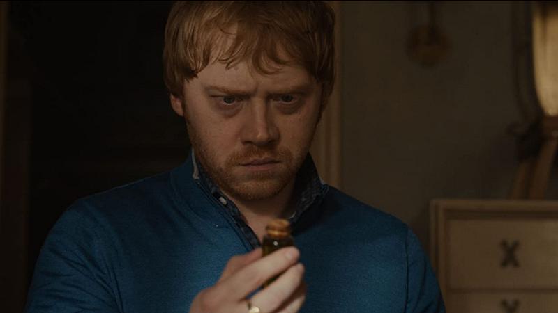 Rupert Grint como Julian